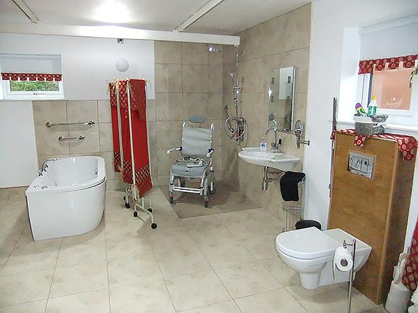 Accessible disabled friendly self catering accommodation - Disabled shower room ...